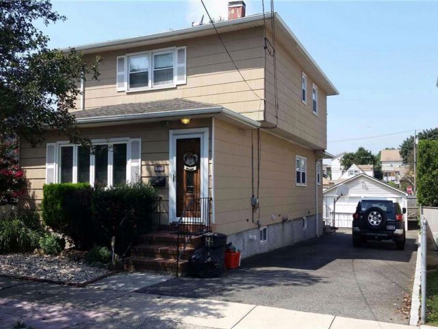 4 BR,  3.00 BTH  Colonial style home in Franklin Square